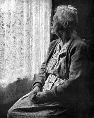 956px-Elderly_Woman,_B&W_image_by_Chalmers_Butterfield